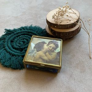 Adorable Vintage jewelry box